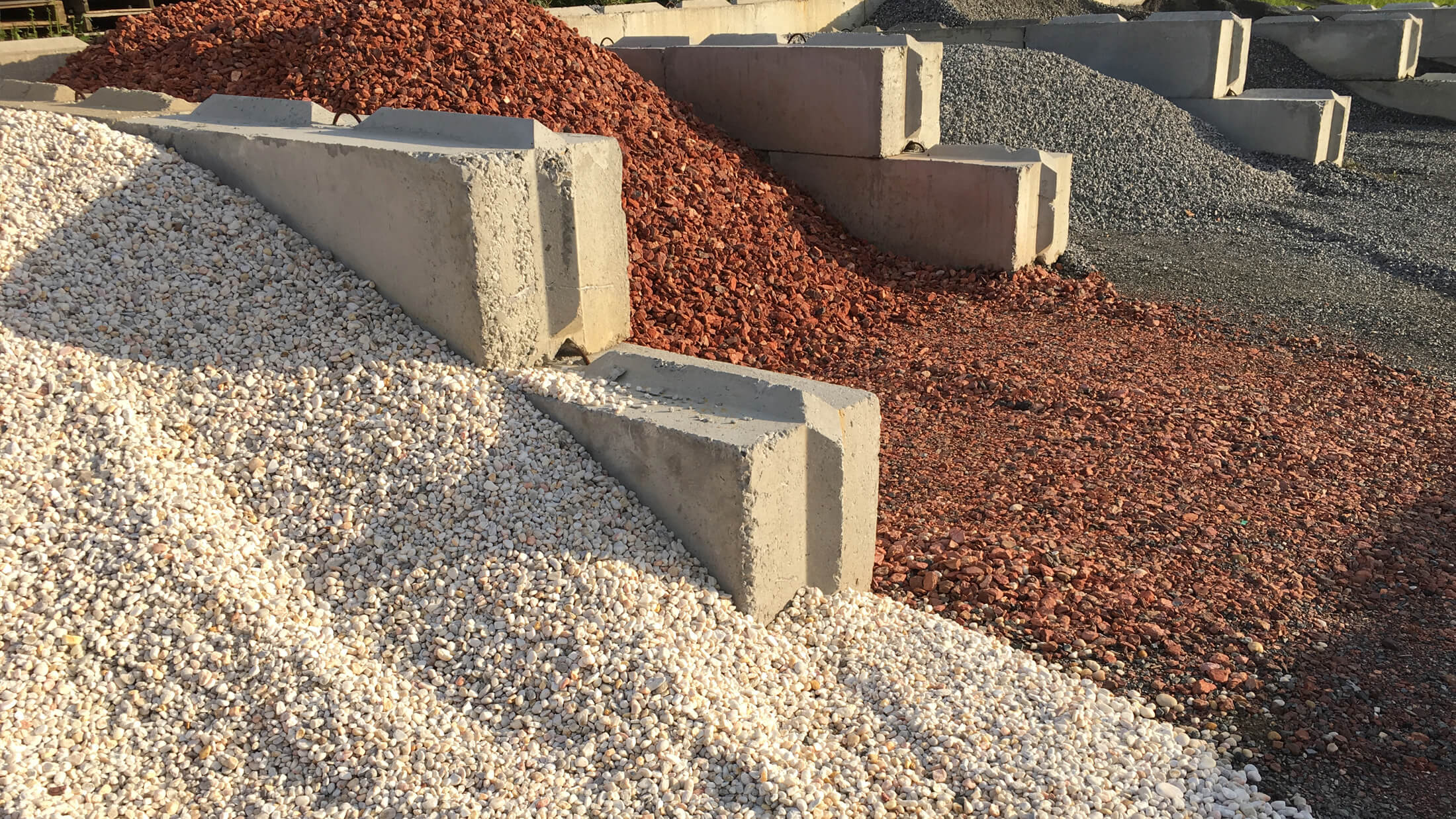 How Much Is A Ton Of Gravel >> Decorative Stone & Aggregates Boulder Look Stone Co.